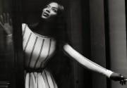 Наоми Кэмпбелл нарядилась в платья дизайнера Мадонны и Шакиры
