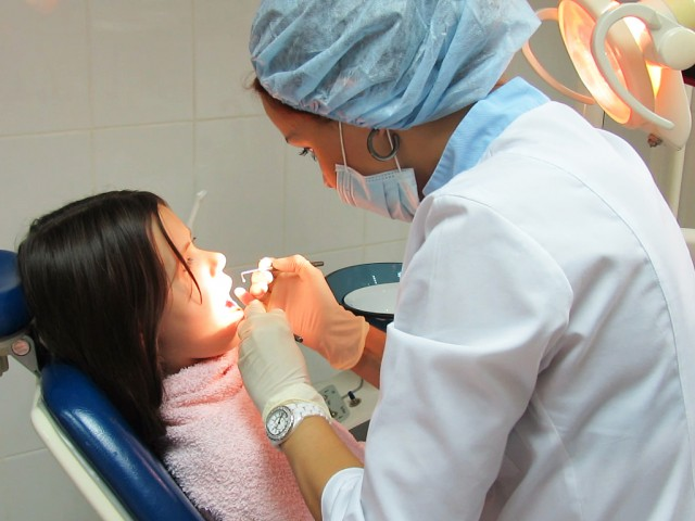 В государственных клиниках останутся работать 150 докторов