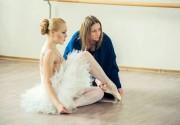 Хрупкая Alyosha примеряла балетную пачку