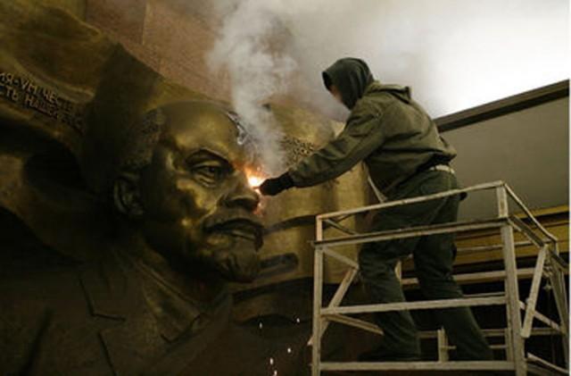 Депутаты Киеврады вспомнили о постсоветской символике, которая густо украшает объекты и здания Киева