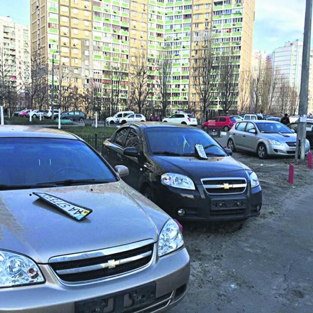 Столичных водителей приучают парковаться правильно