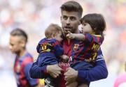 Шакира с детьми посетила футбольный матч