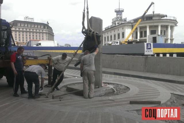 В конце 2012 года монумент убрали в связи с реконструкцией