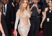 Дженнифер Лопес подчеркнула грудь откровенным нарядом на Billboard Music Awards