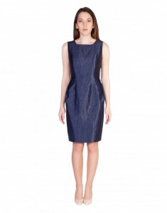 Платье-футляр глубокого темно-синего цвета