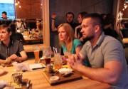 Strauss Burger и освежающие летние коктейли в новом меню ресторанов Casta