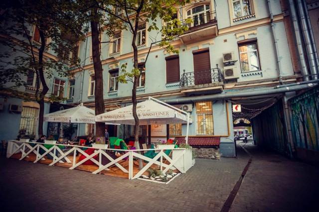 Летняя терраса Святой Мурены на Ярославом валу. Фото facebook.com/saintmurena