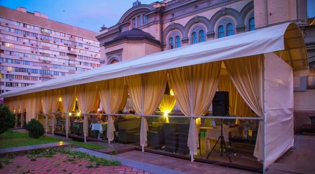 Летняя площадка Национального оперного ресторана на Владимирской, 50. Фото topclub.ua
