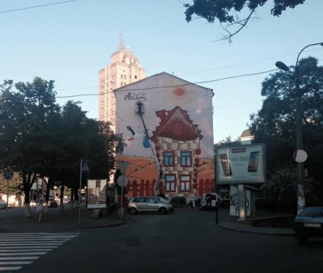 Здание раскрасили на улице Артема