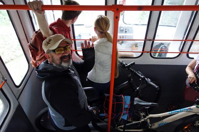 За проезд с велосипедом предлагается дополнительно платить определенную сумму как за перевозку багажа