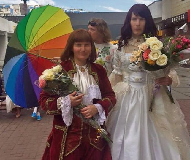 Транссексуал и лесбиянка официально расписались, чем создали прецедент в стране