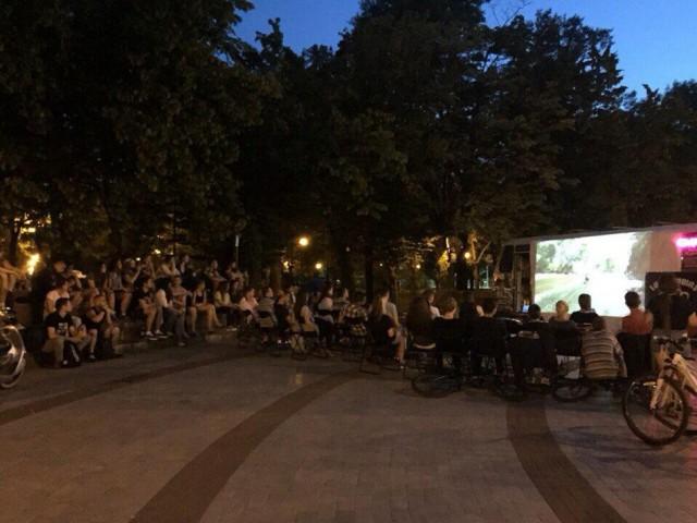 На Соломенской площади места хватит всем. Фото Los Solomas