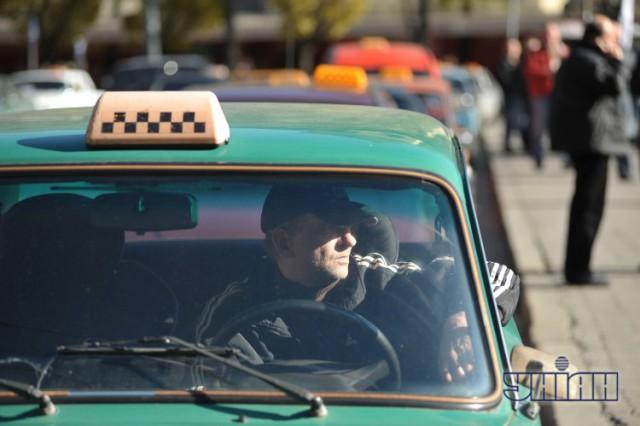 В столице начало дорожать такси