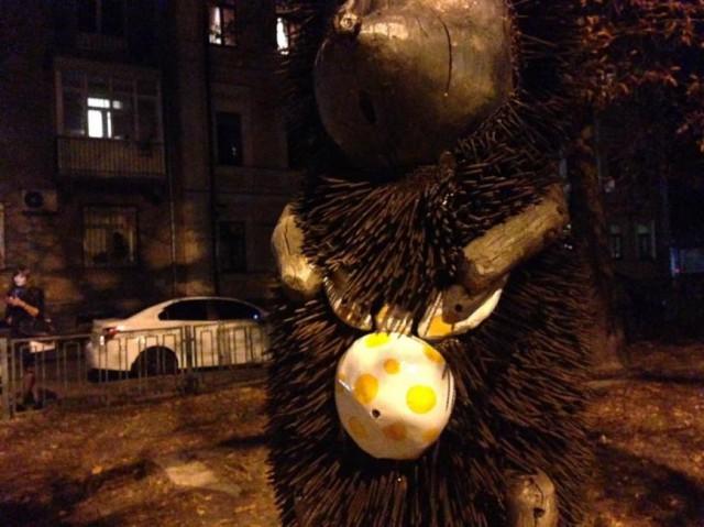 Скульптура неоднократно страдала от рук вандалов