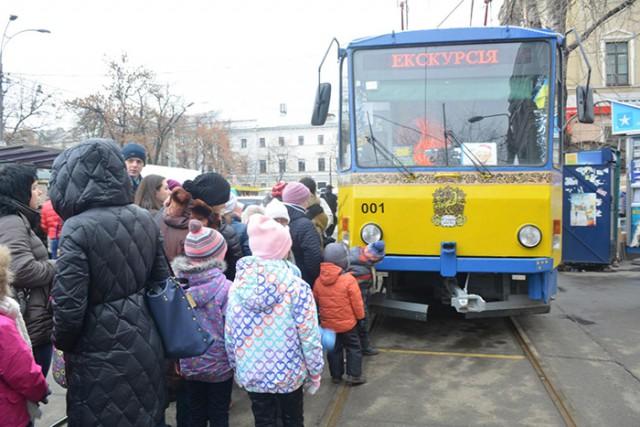 Внутри трамвая для детей будут читать книги и проводить мастер-классы