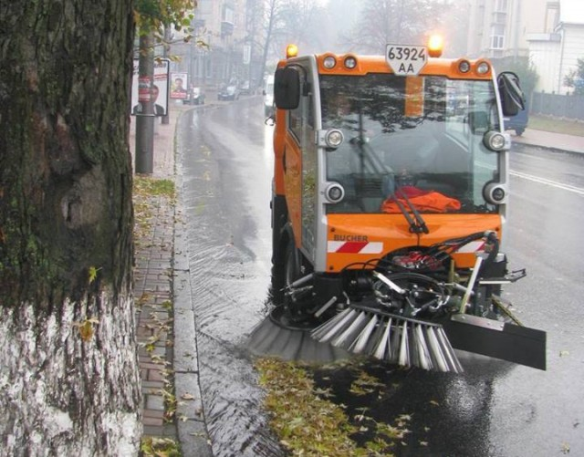 Современные уборщики будут чистить тротуары даже зимой
