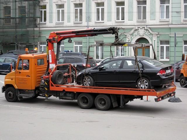 Чтобы выручить автомобиль, придется уплатить штраф и простой на штрафплощадке