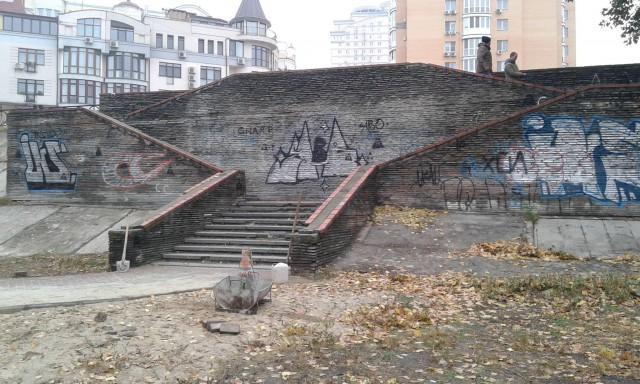 Украсить лестницы могут рисунки на тему парка, Оболони, Киева, Днепра и свободной тематики