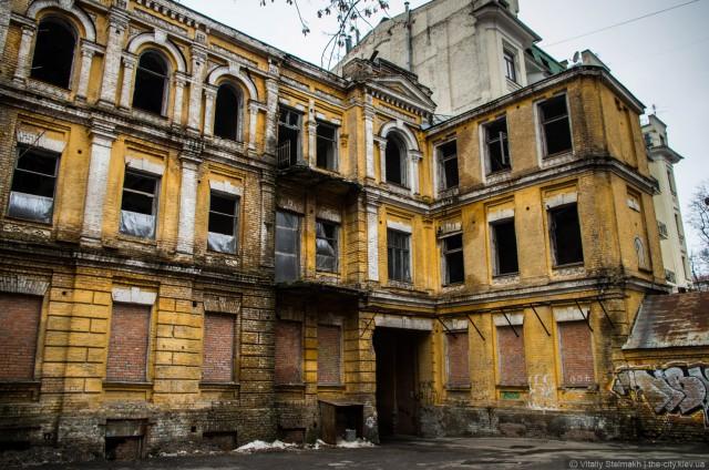 Здание оказалось под угрозой разрушения