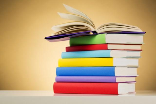 Все собранные книги отвезут на восток Украины