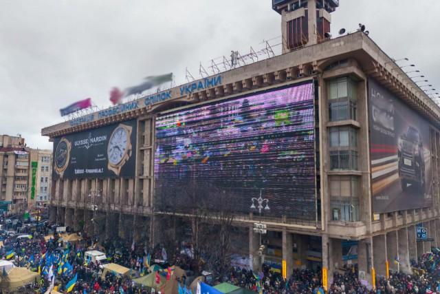 Скандальный баннер на здании так и не развернули