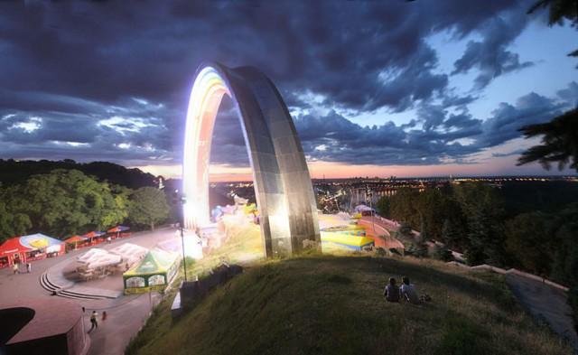 За снос памятника выступал бывший главный архитектор Киева Сергей Целовальник