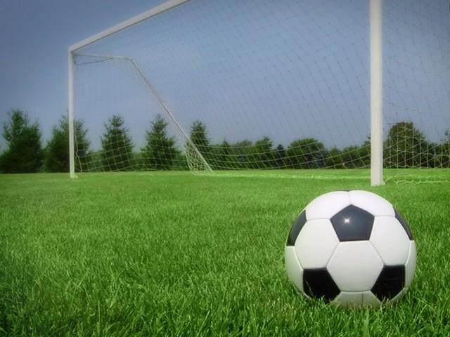 Киевлянин спроектировал, организовал соседей и взял на себя все расходы, чтобы в его дворе появилось футбольное поле для детей