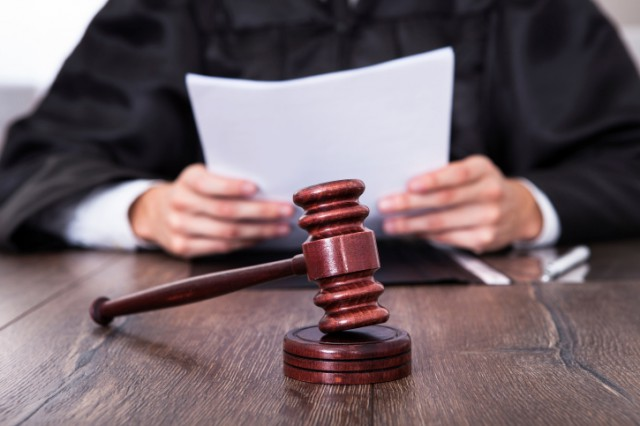 Присяжным может стать гражданин Украины, достигший 30 лет и постоянно проживающий на территории, на которую распространяется юрисдикция соответствующего суда