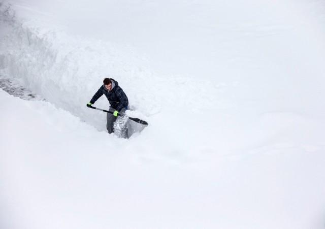 Для расчистки улиц Киева от снега задействовано почти 5 тыс. человек