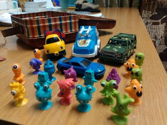 Орда игрушечных монстров и четыре машинки ждут владельца на станции Нивки