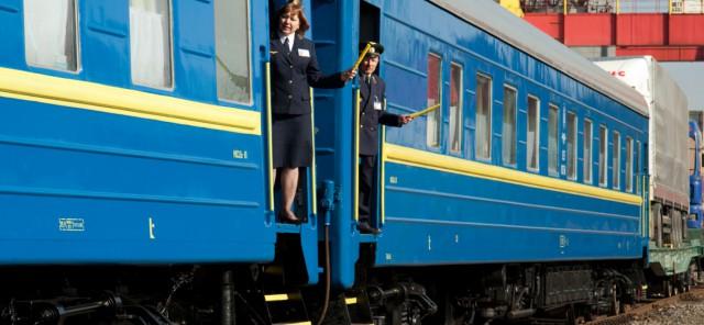 """""""Укрзализныця"""" поднимет стоимость проезда в популярных поездах из Киева в Одессу и Львов"""