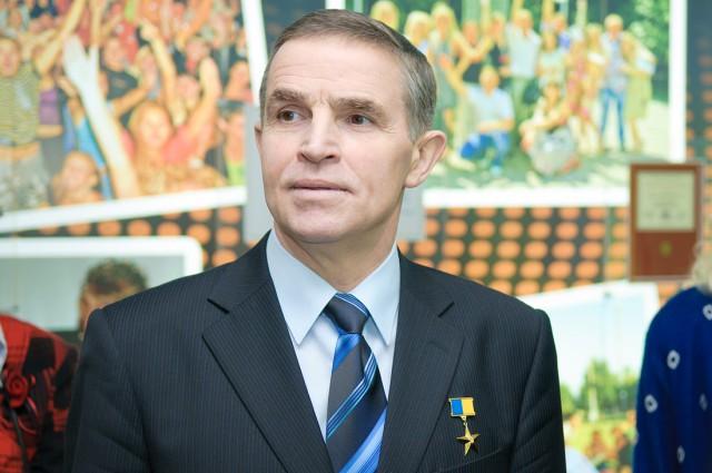 Леонид Каденюк получил землю в Голосеевском районе