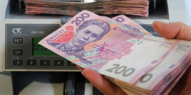 Госслужба статистики опубликовала данные о средней зарплате в Киеве за февраль