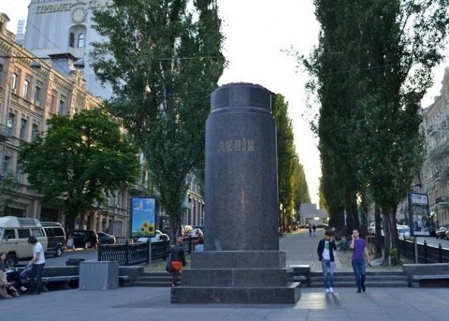 В рамках проекта Общественный договор фонд ИЗОЛЯЦИЯ принимает предложения о том, что или кто будет стоять на бульваре Шевченко