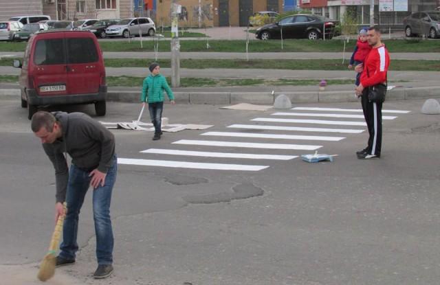 Водители не особенно обращают внимание на установленный возле детсада дорожный знак