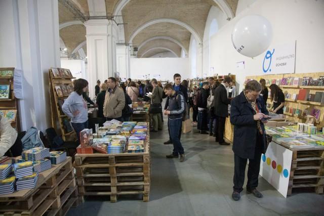 """VI международный фестиваль """"Книжный арсенал"""", соединяющий в себе элементы литературы и искусства, проходит в Мыстецком Арсенале"""