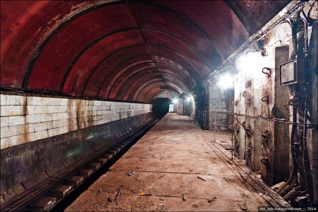 Пресс-служба столичной подземки показала работу секретных ворот для блокирования входа