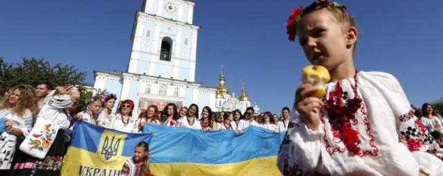 Тысяча патриотов соединила две площади – Софийскую и Михайловскую