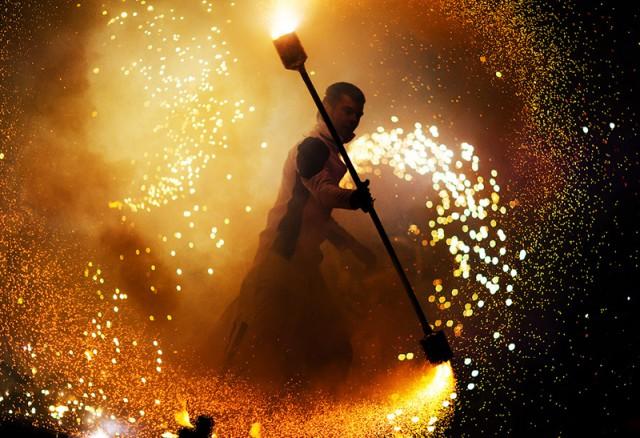 После двухлетнего перерыва на Певческом поле и Русановской набережной 10 и 11 июня вновь зажгут огни