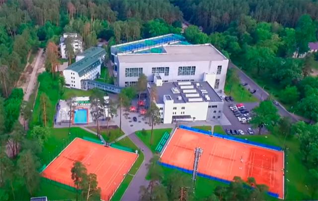 Спортивным директором частного учреждения является сын Игоря Кононенко - Виталий