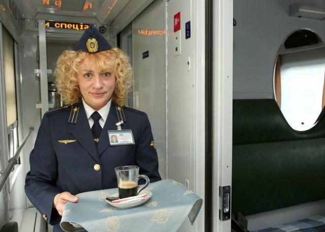 Пять поездов Юго-Западной железной дороги оснастили машинами для приготовления заварного кофе