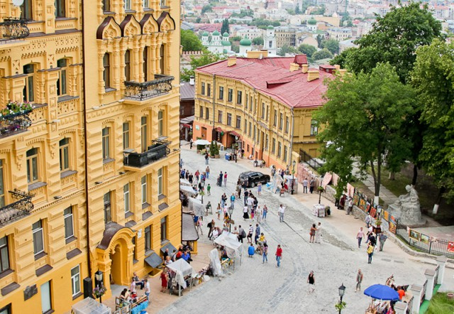 25 июня в центре Киева начнут свою работу первые в городе болларды