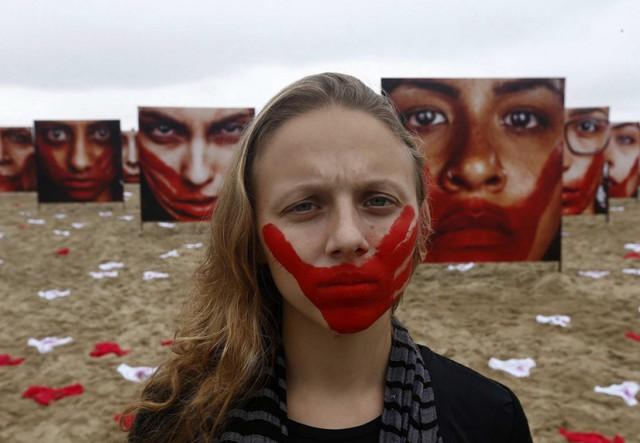 Акции, посвященные сексуальному насилию над женщинами, проходят по всему миру. Несколько дней назад в Украине тоже стартовал масштабный флешмоб #яНеБоюсьСказати  Фото: ЕРА