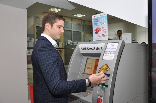 12 августа в Киеве появился первый банкомат с бесконтактной технологией проведения платежей