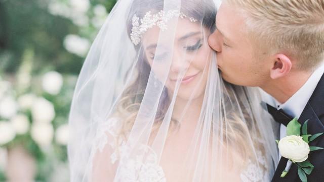 Первые пары уже сыграли свадьбы