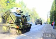 Танки на репетициях парада ко Дню Независимости разрушили дороги в Киеве