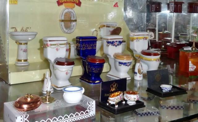 Экспозиция музея насчитывает более 500 унитазов