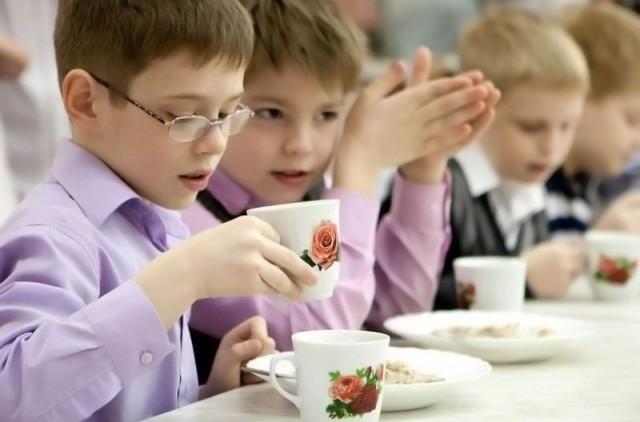 Киевские школьники останутся без питания из-за реформ в сфере рекламы