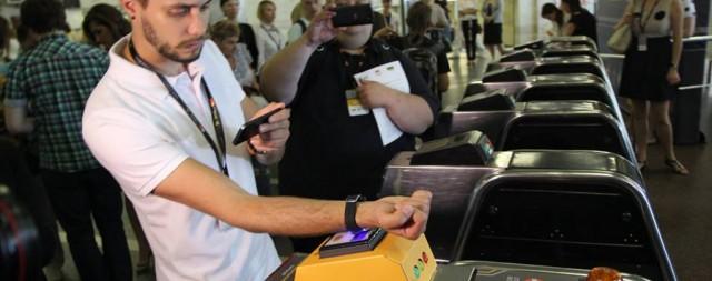 апомним, компания MasterCard запустила бесконтактную оплату проезда в Киевском метрополитене в июне 2015 года