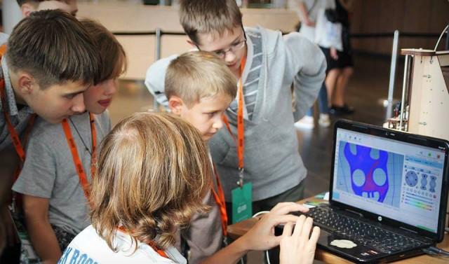 На занятиях будут учить, как собирать и программировать роботов